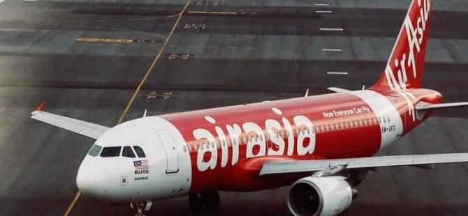 Endonezya'da Düşen Uçağın Kuyruk Kısmı Bulundu