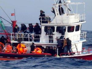 Batmakta Olan Tekneden 131 Göçmen Kurtarıldı