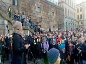 İsveç'te 'Camime Dokunma' Eylemi