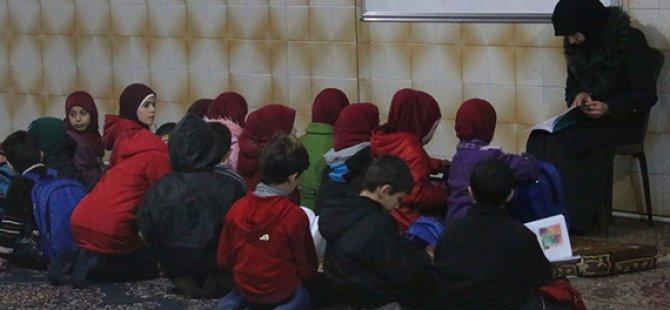Varil Bombası Saldırıları Altındaki Halep'te Sığınıklarda Eğitim