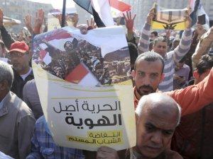 Mısır'da Darbe Karşıtlarından Birlik Çağrısı