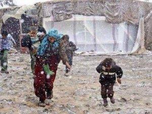 Suriyeli Mülteciler Kış Şartlarıyla Boğuşuyor (FOTO)