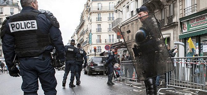 Fransa'da Camilere El Bombalı ve Silahlı Saldırı