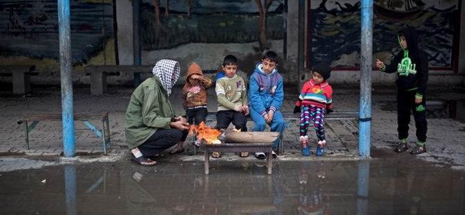 Gazze'de İki Bebek Donarak Öldü