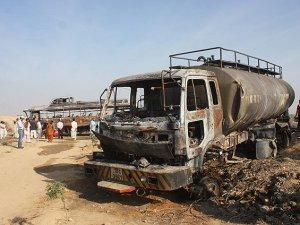 Pakistan'da Otobüsle Tanker Çarpıştı: 57 Ölü