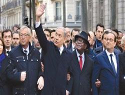 Katil Netanyahu Paris'te Şov Yaptı