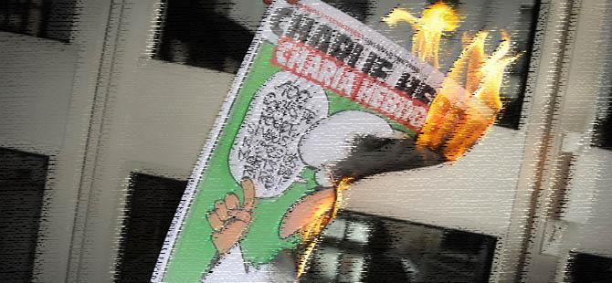 Boşlukta Yüzen Klişelerle Charlie Hebdo Eylemini Okumak