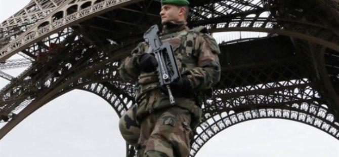 Fransa'da Yahudi Kültür Merkezini Koruyan Askerlere Saldırı