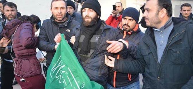 Cumhuriyet Gazetesi Önünde 3 Gözaltı