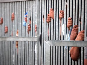 Suriye'deki Hapishanelerde 215 Bin Tutuklu Var