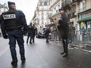 Paris'te 12 Kişi Gözaltına Alındı