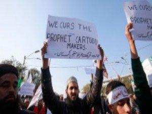 Pakistan'da Charlie Hebdo Gösterilerine Müdahale