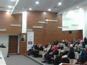 """İzmir'de İHL'de """"Müslüman Gençlik"""" Konuşuldu."""