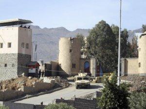 Husiler Başbakanlık Binasını Kuşatıyor