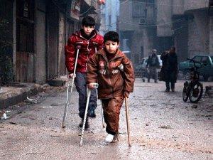 Suriye'de Koltuk Değneğine Mahkum Küçük Hayatlar (FOTO)