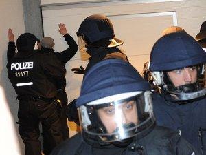 Alman Polisinden Müslüman Mültecilere İşkence