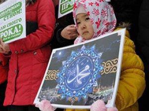 Kırgızistan'da 'Hz. Muhammed'i Seviyorum' Mitingi (FOTO)