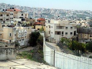 """İsrail'in Ayrım Duvarı'nın """"Ayırdığı Hayatlar"""""""