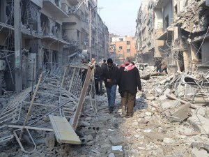 Esed Güçleri Cuma Namazından Çıkanları Bombaladı: 35 Ölü
