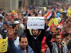 Mısır'da Darbe Karşıtı Gösteriler Sürüyor