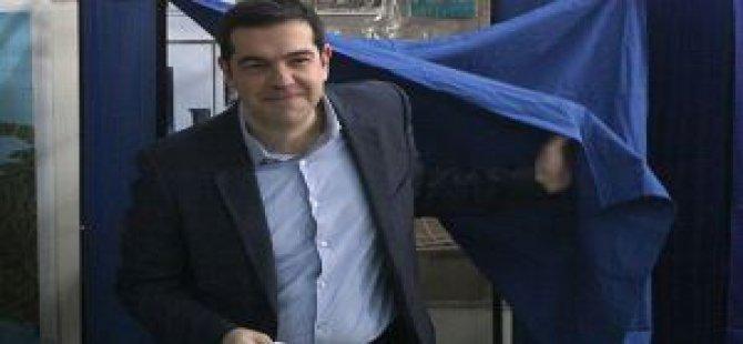 Yunanistan'daki Seçimlerde SYRIZA Önde Gidiyor