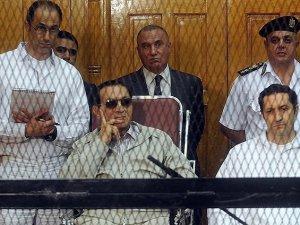 Hüsnü Mübarek'in Duruşması Ertelendi