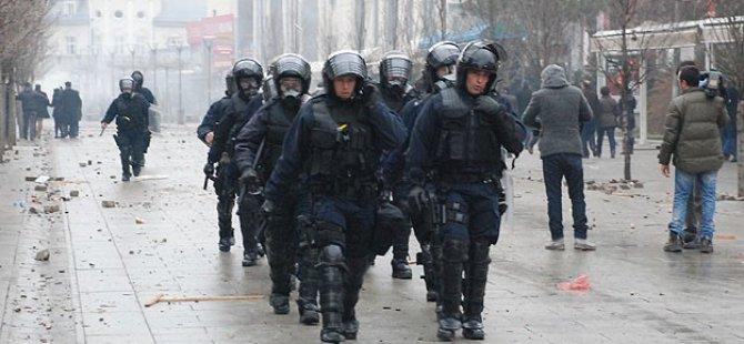Kosova'daki Olaylarda 22 Polis Yaralandı