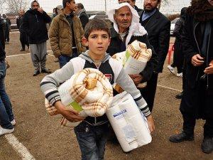 Yardım Malzemeleri Suriyeli Sığınmacılara Ulaştırılıyor