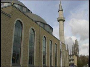 PEGIDA'nın Merkezinde Camiye Çirkin Saldırı