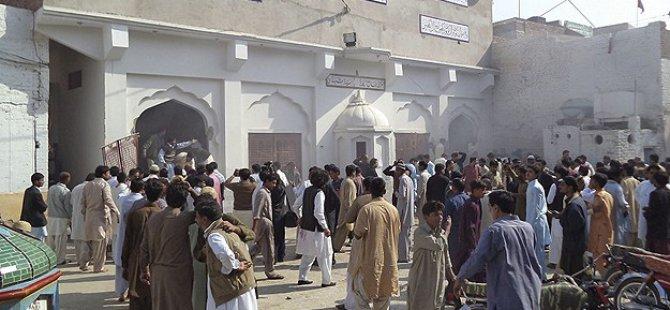 Pakistan'da Camiye Bombalı Saldırı: 49 Ölü