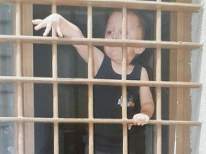 """""""Cezaevlerinde Annesiyle Kalan Çocuk Sayısı 450"""""""