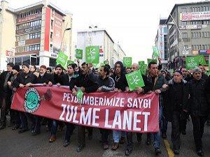 """""""Peygamberimize Saygı Zulme Lanet Yürüyüşü"""""""