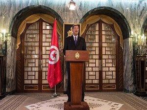 Tunus'ta Yeni Kabine Cumhurbaşkanı'na Sunuldu