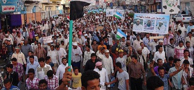 Yemen'de Binlerce Kişi Husileri Protesto Etti