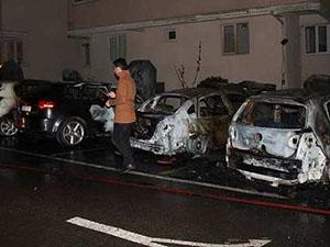 Üsküdar'da Bir Sitede 9 Araç Kundaklandı