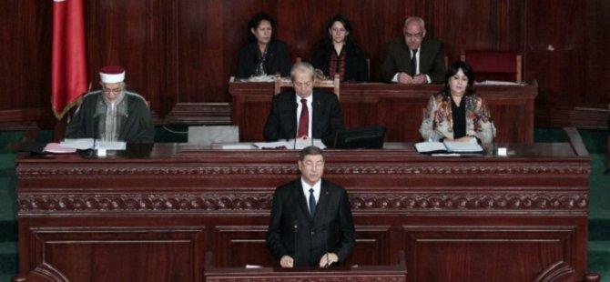 Tunus'ta Hükümet Güvenoyu Aldı