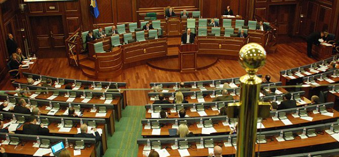 """Kosova Meclisi'nden """"Yasa Dışı Göçü Önleme"""" Kararı"""