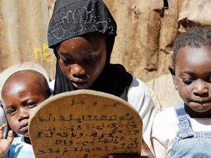 Kur'an-I Kerim'i Levhalar Üzerinde Öğreniyorlar