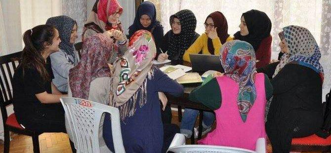 İzmir Özgür-Der'li Gençler Tatili Birarada Geçirdi