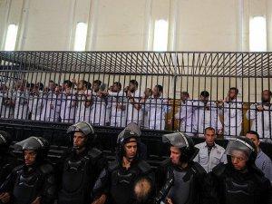 Mısır'da 38 Darbe Karşıtına Hapis Cezası