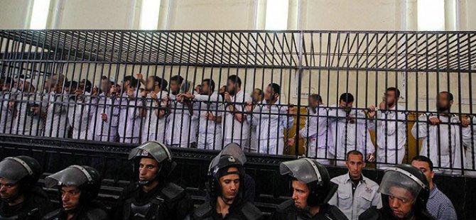 Mısır'da 379 Darbe Karşıtı Mahkemeye Sevk Edildi