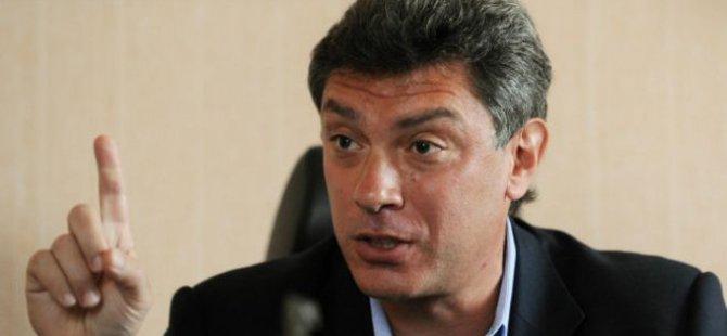 Rusya'da Muhalif Politikacı Vuruldu