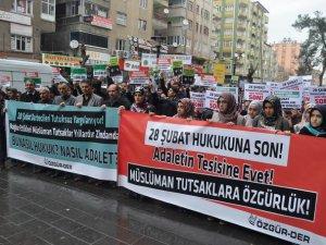"""Diyarbakır """"Müslüman Tutsaklara Özgürlük"""" İstedi"""