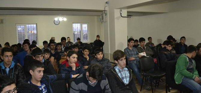 Bingöl'de Gençler Şehadet Gecesi Düzenledi
