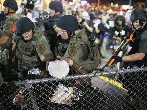 """""""Ferguson'da Polis Irkçı Hareket Ediyor"""""""