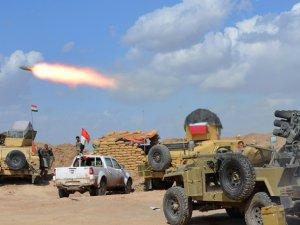 Irak Ordusu ve Şii Milisler Tikrit'i Bombalıyor