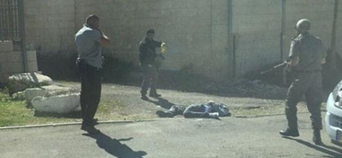 Kudüslü Genç Aracını İşgalcilerin Üzerine Sürdü (FOTO)