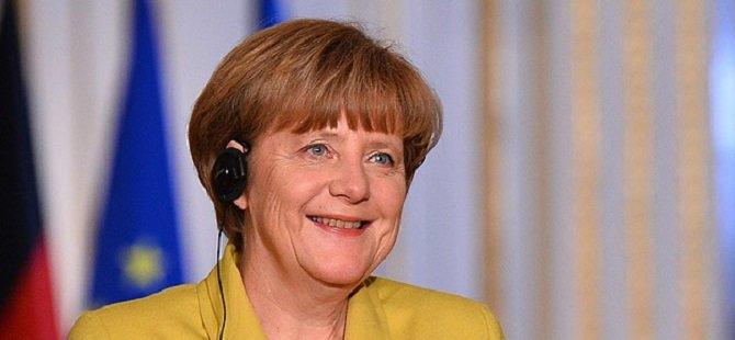 """Merkel """"AB Ordusu"""" Önerisine Olumlu Bakıyor"""