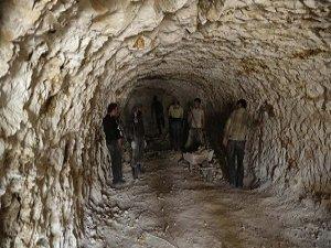 Direnişçiler Mağara Kazıp Hastane Yaptı (FOTO)