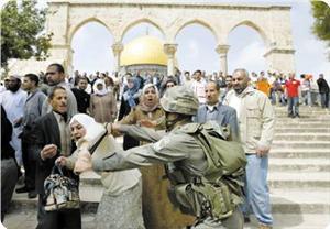 Mescid-i Aksa Cemaati Baskına Tepki Gösterdi